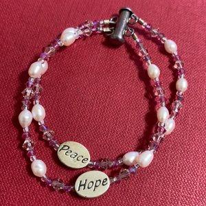 🖤Sterling pearl bracelet w/PEACE HOPE charms